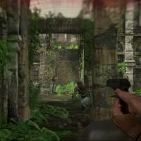 Uncharted Nathan vise un ennemi qui lui fonce dessus avec son revolver