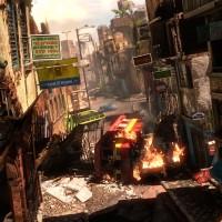 Uncharted Nathan Drake escalade un immeuble d'une ville en pleine guerre civile