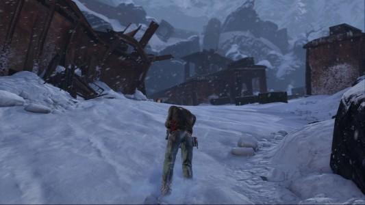 Uncharted Nathan Drake blessé au ventre marche dans la neige