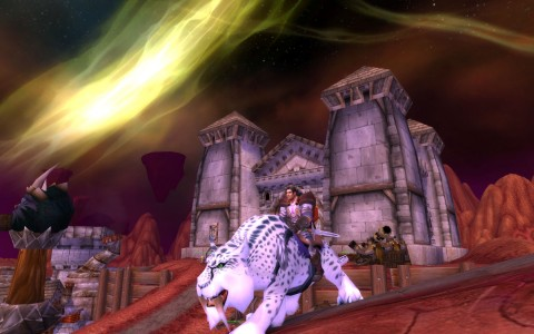 World of Warcraft Humain Paladin sur un Tigre à dents de sabre blanc tacheté