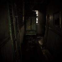 Resident Evil 7 - Beginning Hour couloir avec placard scellé par une chaîne