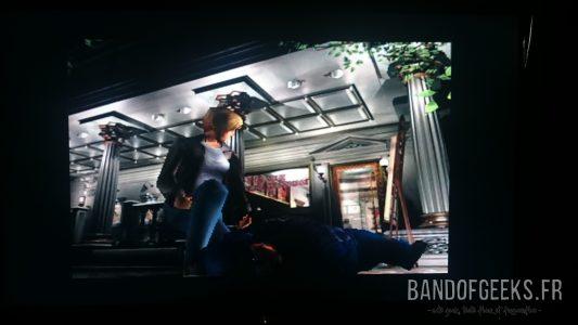 Parasite Eve II Aya discute avec un policier qui agonise