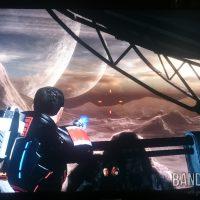 Mass Effect 2 Shepard admire l'horizon sur une planète à plusieurs lunes