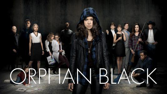 Orphan Black l'héroïne et les autres acteurs prennent la pose