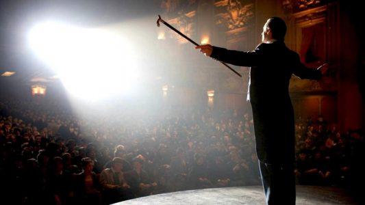 The Prestige le magicien fait le show sur scène
