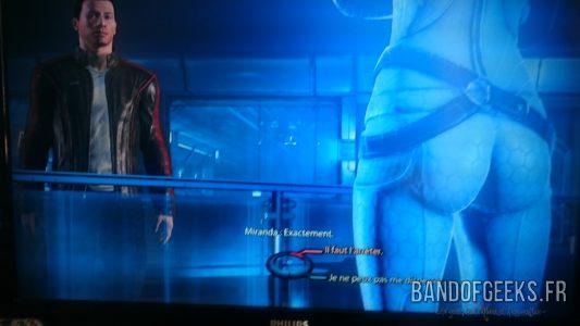Mass Effect 3 gros plan sur les fesses de Miranda