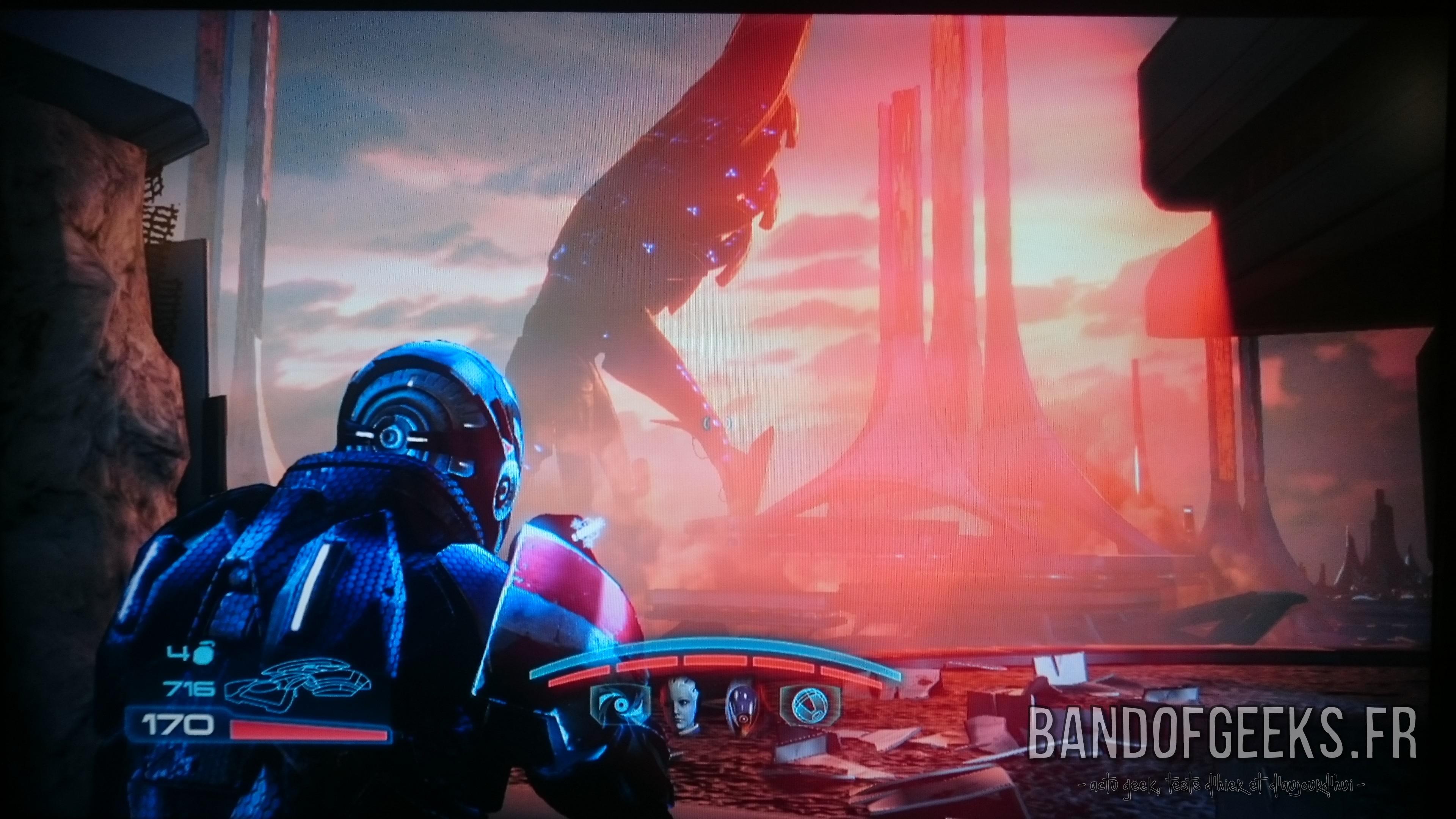 Mass Effect 3 Shepard fait face à un moissonneur