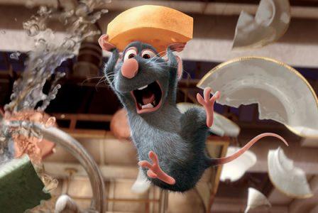 Ratatouille le rat s'enfuit avec un bout de fromage