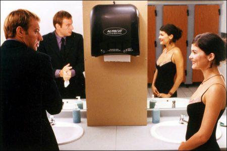 A la folie pas du tout Audrey tautou et Samuel le Bihan sont dans les toilettes
