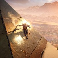 Assassin's Creed Origins Bayek escalade une pyramide