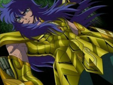 Milo du Scorpion St Seiya prend la pose en armure d'or
