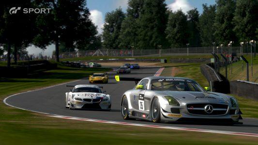 GT Sport une Mercedes en tête de la course
