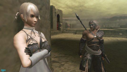 NieR Kainé adossée au mur avec NieR à côté