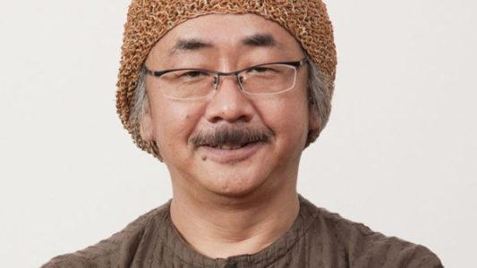 Nobuo Uematsu avec un bonnet