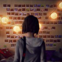 Life is Strange Max pose devant son mur de photos