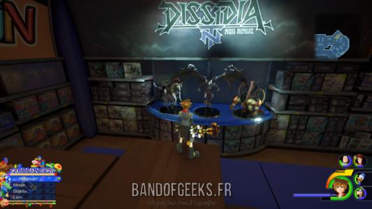 Kingdom Hearts III Sora devant les figurines de Dissidia NT
