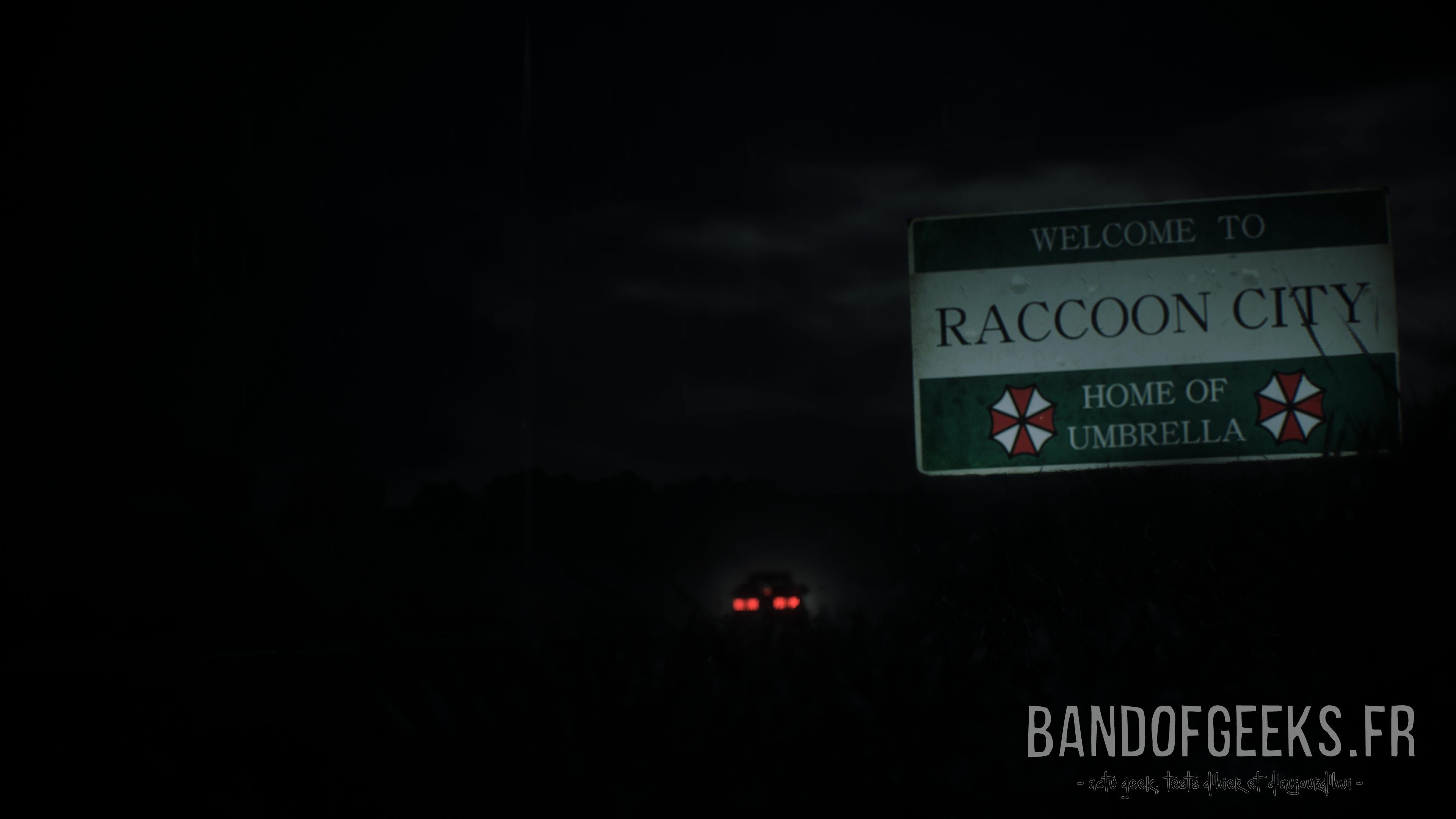 Resident Evil 2 voiture qui passe le panneau de Raccoon City