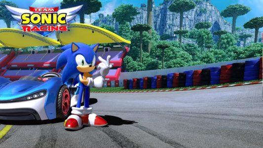 Team Sonic Racing Sonic prend la pose devant son véhicule