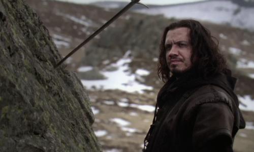 Arthur Kaamelott devant Excalibur