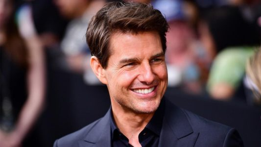 Tom Cruise sourit