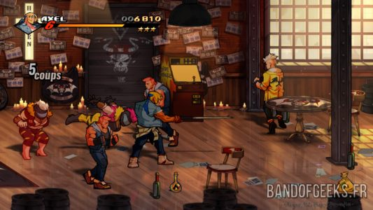 Streets of Rage 4 Axel tabasse des loubards avec une queue de billard